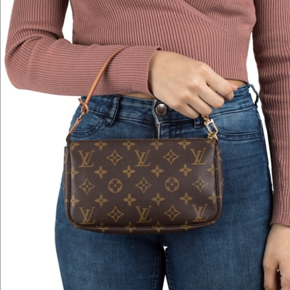 Louis Vuitton Handbags - Authentic Louis Vuitton pochette